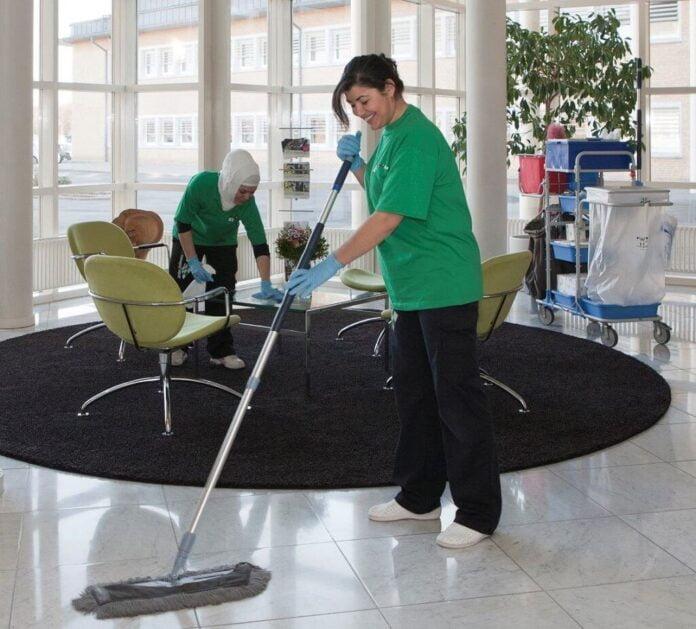 Fornyet respekt om rengøringsfolk under coronakrisen - Nyheder fra servicebranchen - ServiceNews